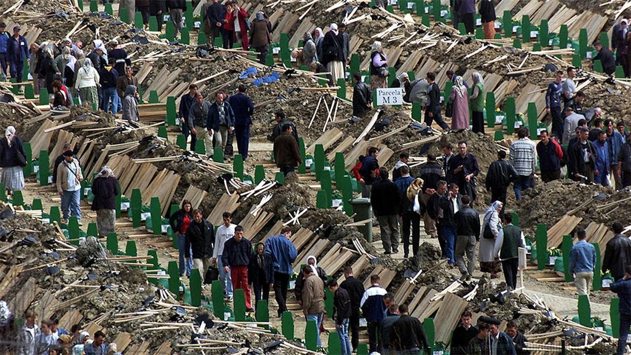 1995 - Bosna Hersek'te Sırplar Srebrenitsa'da Katliam Yaptılar